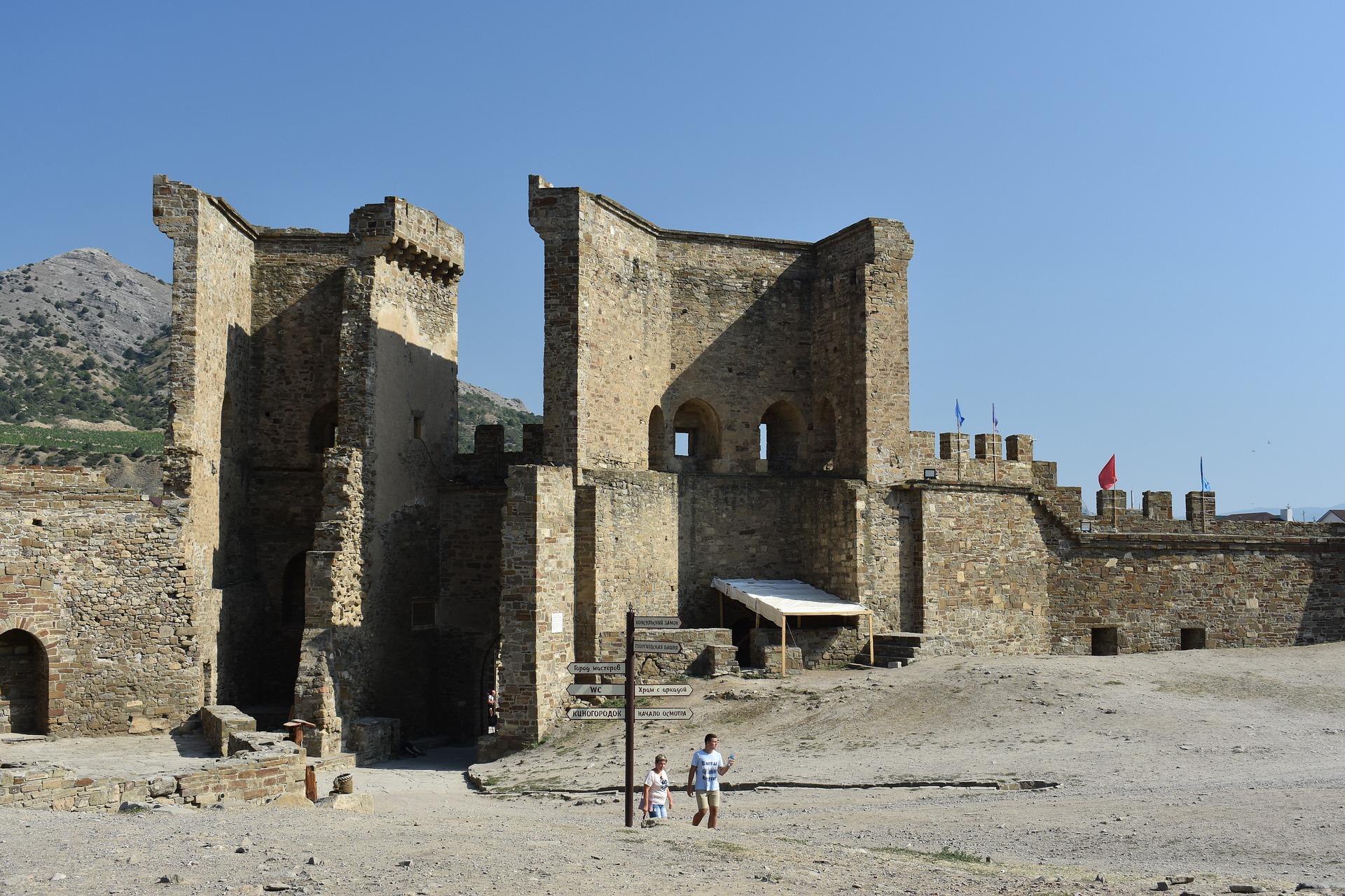 fortress-4404663_1920.jpg